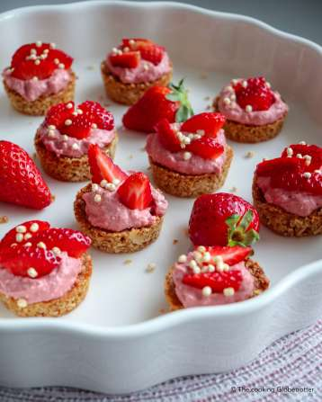healthy-granola-tartellettes-with-strawberry-mousse-thecookingglobetrotter